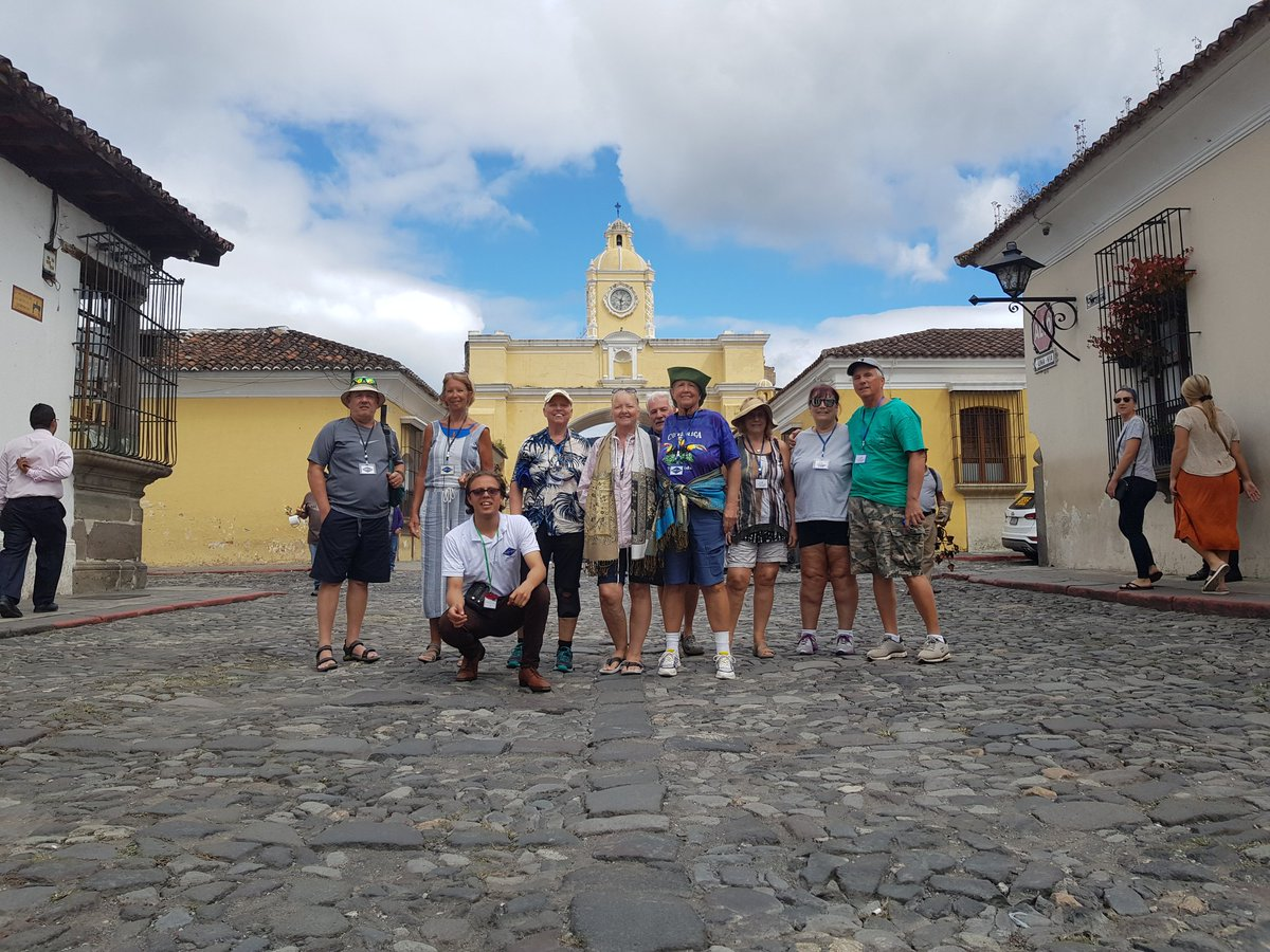 Esta mañana de #Domingo recorriendo las calles de Antigua Guatemala. #AntiguaGuatemala #Travel #travelphotography #visitguatemala @VisitGuatemala @CATA_AgenciaCA @CarolinaBrion12 @CAMTUR1 @sitca_turismo