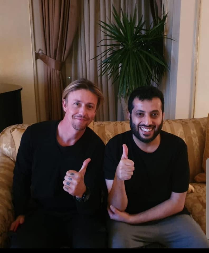 يلاكورة تركي آل الشيخ عبر فيس بوك مع أسطورة ريال مدريد ومنتخب