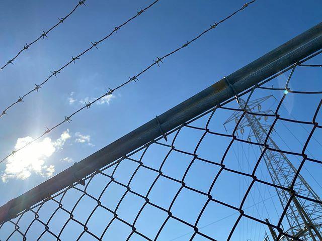 #太陽 #sun #イマソラ #いまそら #ノンフィルター #ノーフィルター #青空 #あおぞら #bluesky #空 #そら #sky #鉄塔 #steeltower #pylon #フェンス #fence #有刺鉄線 #Barbedwire #雲 #cloud #clouds
