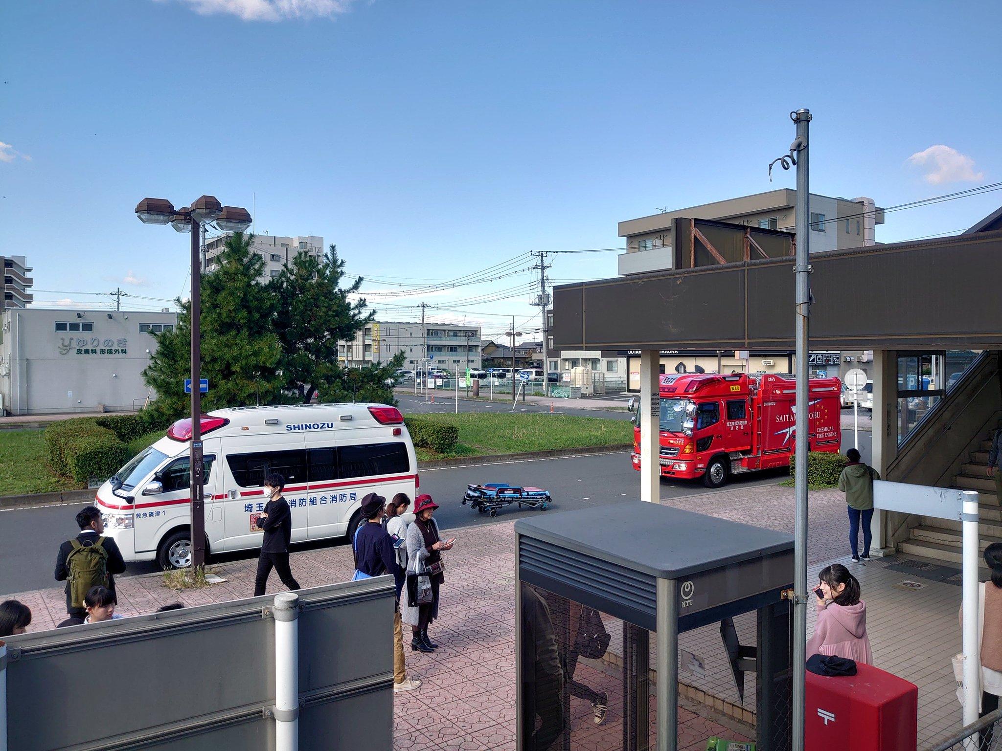 宇都宮線の新白岡駅の人身事故で緊急車両が集結している現場の画像