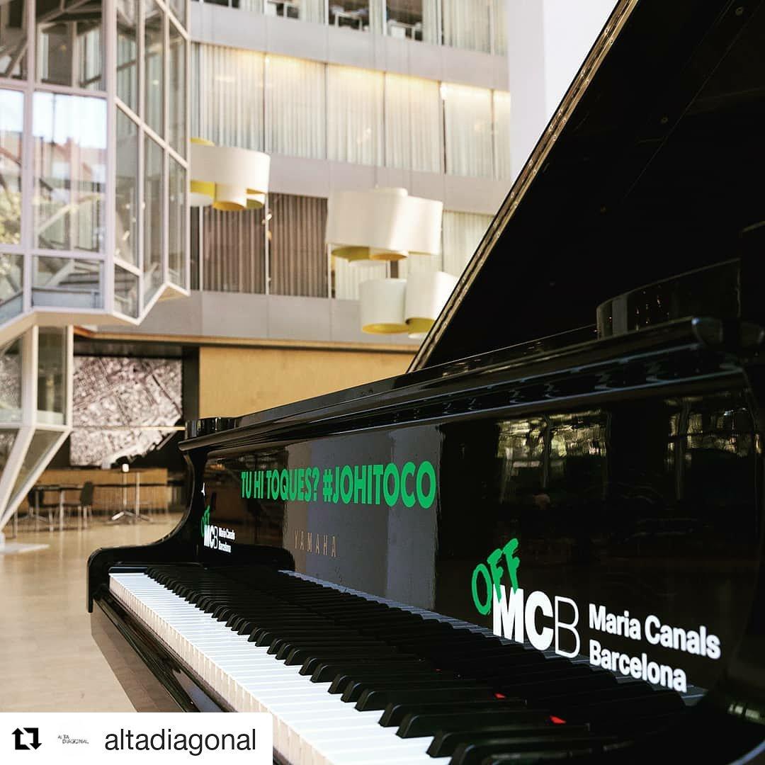 Bon dia!    Des d'avui i fins divendres tenim un Piano de cua a l'Edifici @altadiagonal de Barcelona. Veniu a tocar el piano! #johitoco   De 9 a 19h cada dia  Al migdia hi haurà dinamitzador dues hores de 13:30h a 15:30h  #johitocopic.twitter.com/xxgtINit2f