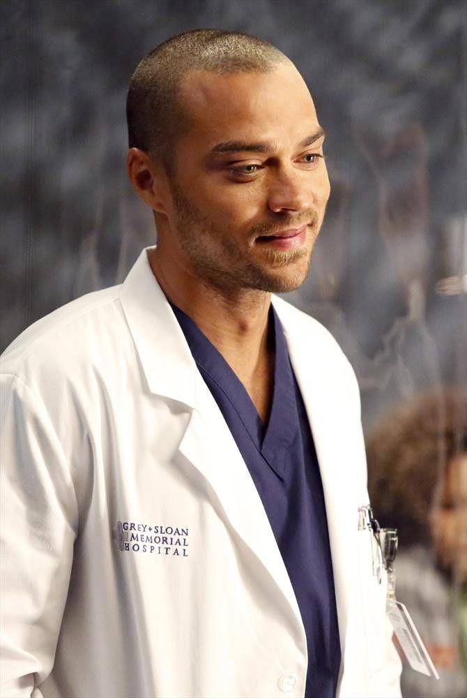 Meredith s'acharne pour sauver un auxiliaire médical piégé dans une ambulance... 👉 #GreysAnatomy dès 17h25 sur #TF1SériesFilms ✨