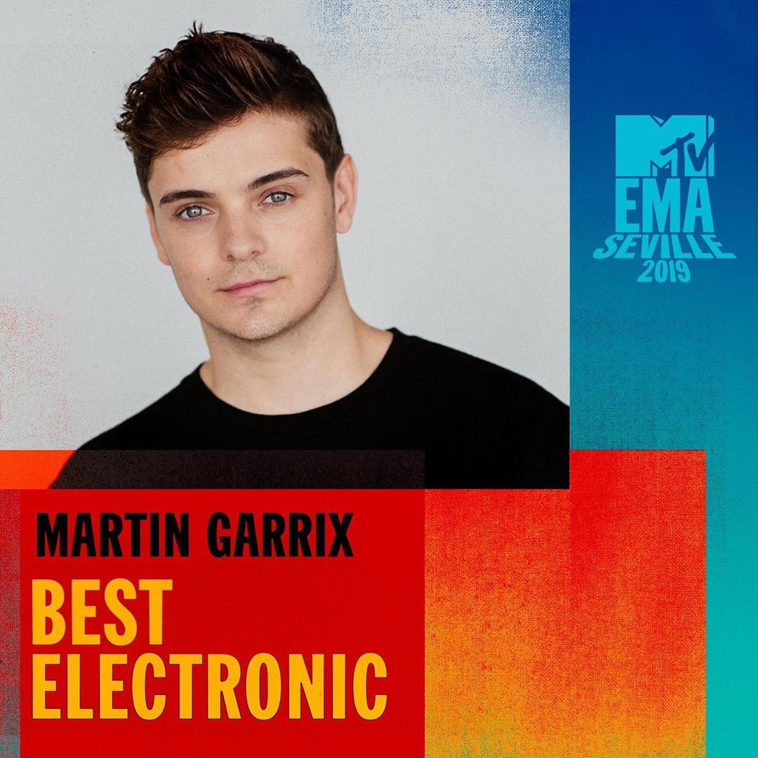 Thank you @mtvema and everybody who voted. I'm sorry I couldn't be there this year but your support means the world to me! +x
