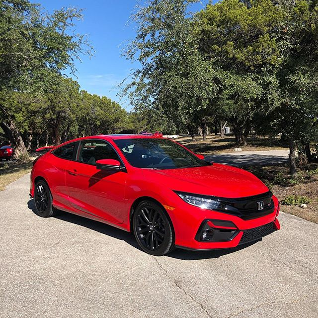 Back in the lone star state to drive the updated 2020 #CivicSi. The LED headlights from the Type R are here and honda says they've lowered the final drive ratio by 6% which should improve acceleration. For $25,000 fully equipped with Honda Sensing as standard, its one heck of a