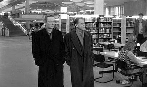 Nel 1987 Wim Wenders ottenne il permesso di girare Il cielo sopra Berlino allinterno della Biblioteca di Stato, ma solo di domenica mattina perché la Biblioteca è sempre aperta al pubblico 😃 #Biblioteche #BerlinWall30