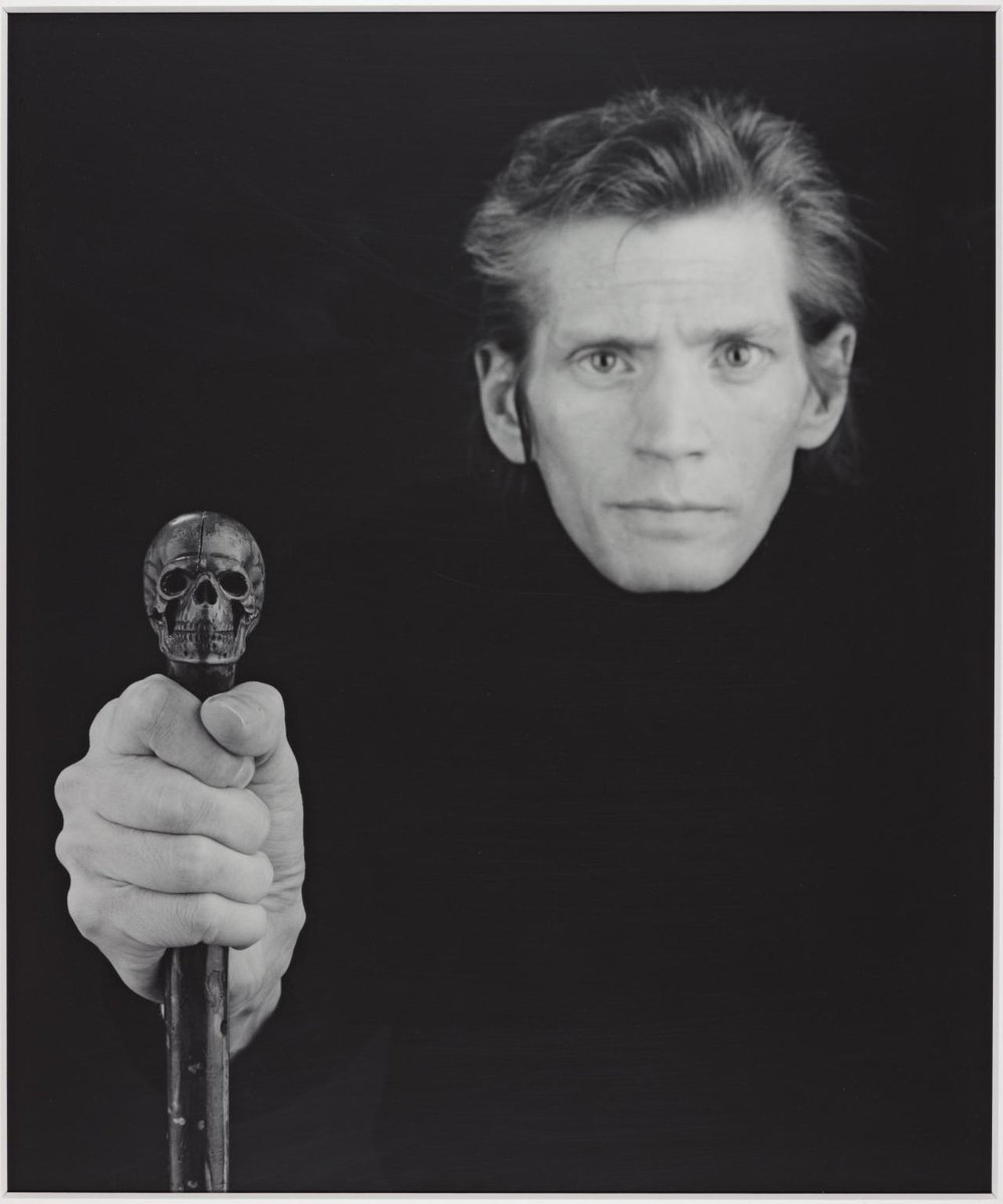 #RobertMapplethorpe was born #onthisday in 1946. This self-portrait was taken a few months before Mapplethorpe died from an AIDS-related illness in 1989. The blurring of his head in relation to his hand gives the impression that he is gradually fading away bit.ly/32257Ux