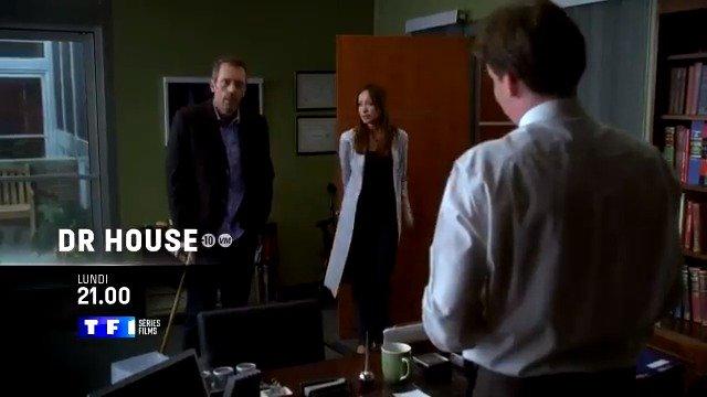 """""""C'est Amber qui va mourir"""", se souvient le docteur House. Il décide, avec Wilson, de la transférer dans son service pour élucider le mystère de ce symptôme qu'il a remarqué avant l'accident... 👉 #DrHouse ce soir à 21h sur #TF1SériesFilms !"""