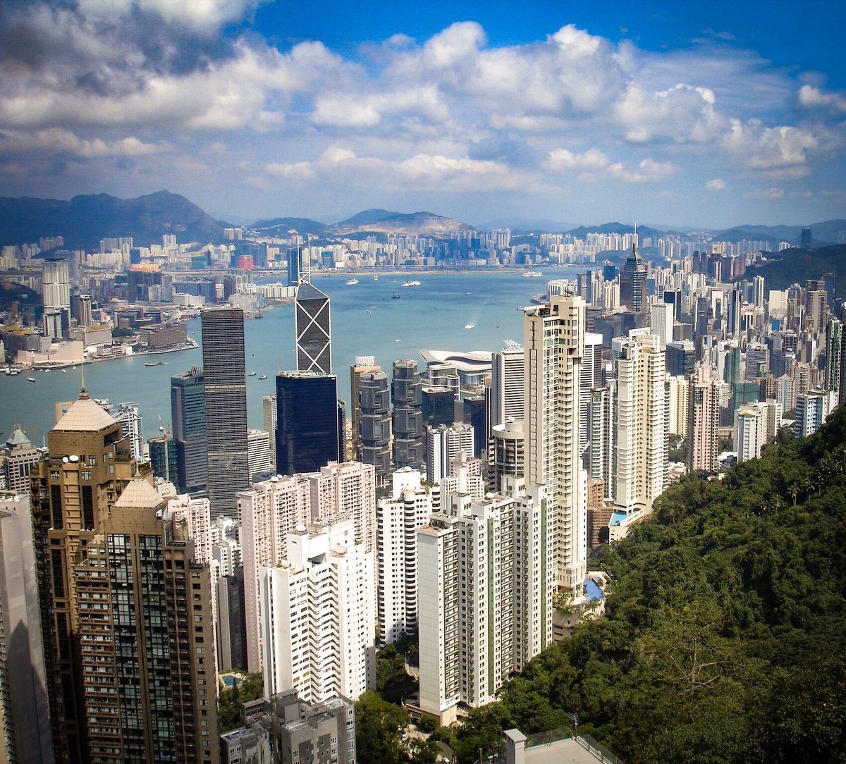 Hong Kong One of my favourite city views which can be seen from #VictoriaPeak.  Over 7 million visitors come here each year to see this amazing view.   What are some of your favourite city views?  @HongKongTourism #HongKong #travelpic.twitter.com/TZgR0eSe6r