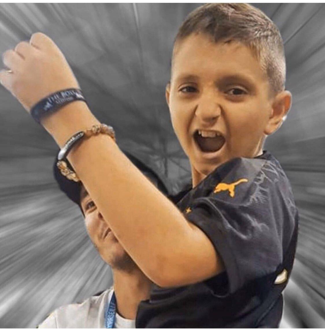 Je présente toutes mes condoléances à la famille du petit Thomas ! Un petit prince qui s'est toujours battu avec courage face à la maladie. Un petit bonhomme si digne avec une force incroyable.