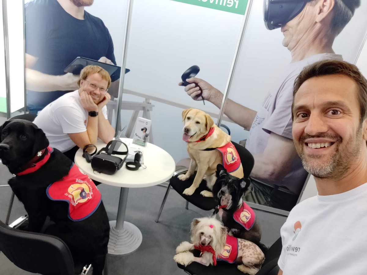 New clients? 🤔 😄  #dogs #happydog #havingfun #loveourjob https://t.co/Y9be37dpm7