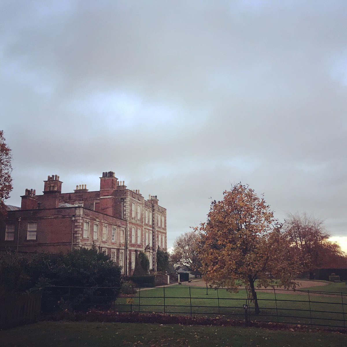 A beautiful location for today's meeting @NTGunbyHall #Autmn #Lincolnshire @EastLindseyDCpic.twitter.com/miUrdtD2os