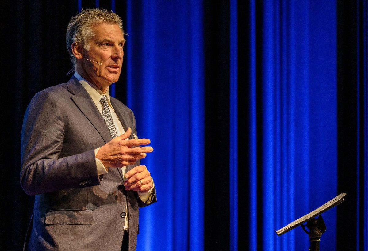 Dr. ir. Henk Kivits: #ondernemer in hart en nieren. Hij is o.a. de grondlegger van @foodforcare, een organisatie die zich richt op de relatie tussen voedsel en herstel. Een mooi voorbeeld van innovatief #ondernemerschap en maatschappelijke #impact! https://t.co/FsLVN8Zh9c https://t.co/UNCOVoDE73