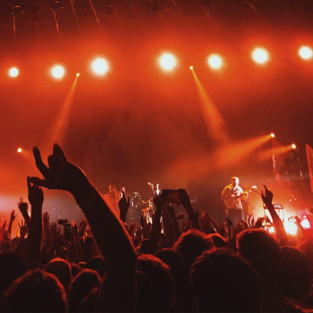 Muziekliefhebbers opgelet! Aanstaande zondag 10 november is  het rondreizende muziekfestival de Popronde in Hilversum! Bekijk de line-up snel op . De entree is gratis.  #livehilversum #hilversum #popronde #muziekfestival
