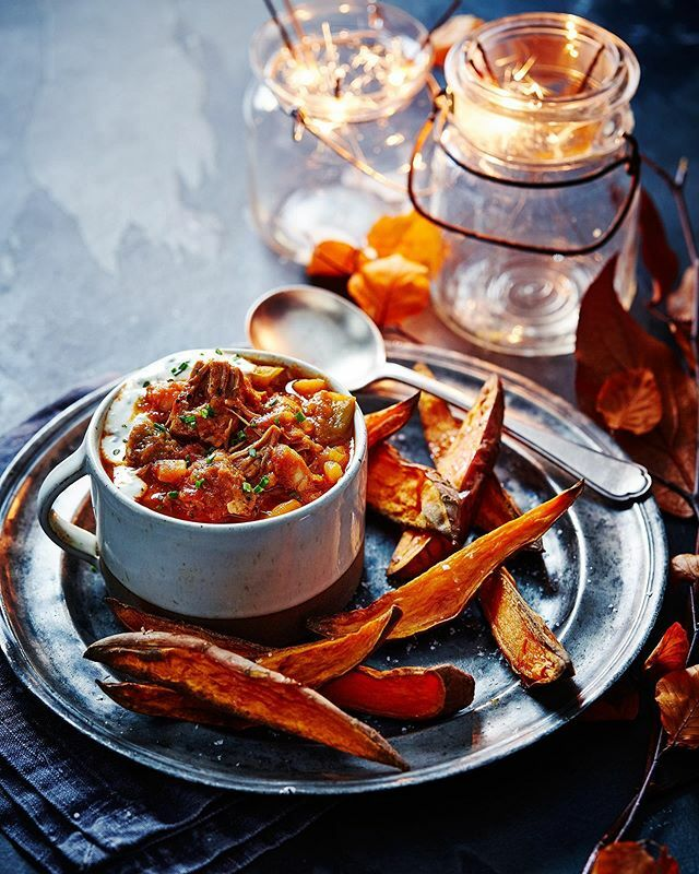 Get ready for bonfire night with this smoky pork & bean stew with garlic yogurt and sweet potato wedges. Shot for @slimmingworld mag. Recipe and food styling @rebecca_woollard Props @chinahen https://ift.tt/34tKhim