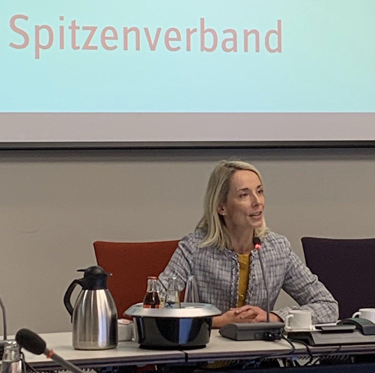 """""""Das ist heute mein Lieblingstermin."""" Stefanie #Stoff-Ahmis aus dem Vorstand des @GKV_SV jetzt beim Treffen der Pressesprecher mit @GKV_Sprecher"""