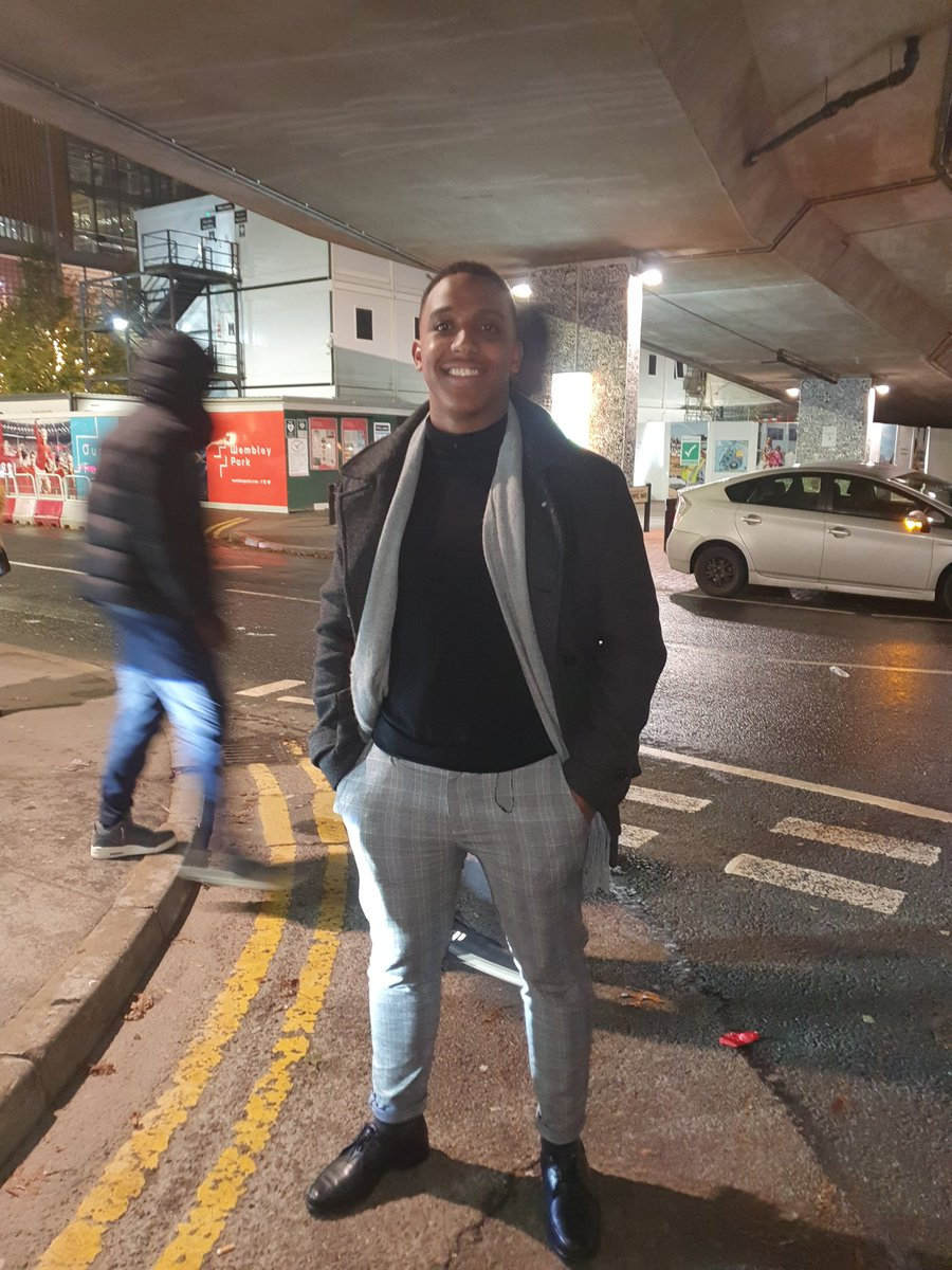 So I met this guy at Burna Boy & he really wanted pics of his outfit (bless him) but his phone died. So I offered to take them on mine, but lost his insta as there was no signal.... can we find him? <br>http://pic.twitter.com/80ZUwcoib2