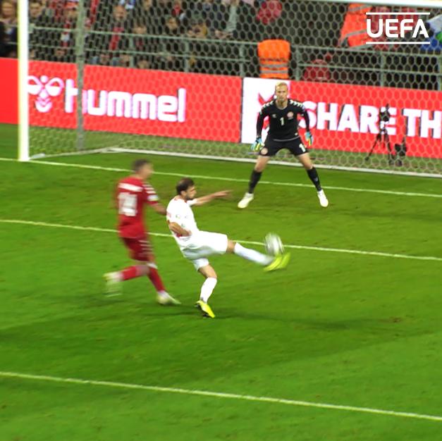 These saves = 🔥🔥🔥 🇩🇰 Happy birthday, Kasper Schmeichel 🥳 33 today! #EURO2020 | @DBUfodbold