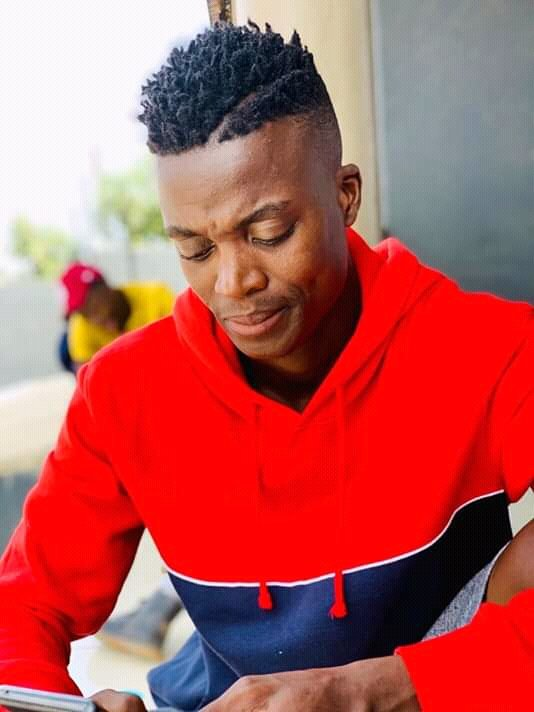 Guys Today is a Birthday of the Undisputed Hit Maker Mr #Moreki, #Malwede Hit Maker @KingMonada_ . Help me To wish Him a happy birthday. He made sure that the summer is covered last year. #HAPPY.BIRTHDAY.MOREKI @DJTira @officialtshego1  @KingMonada_ https://t.co/YV1dADn0zf