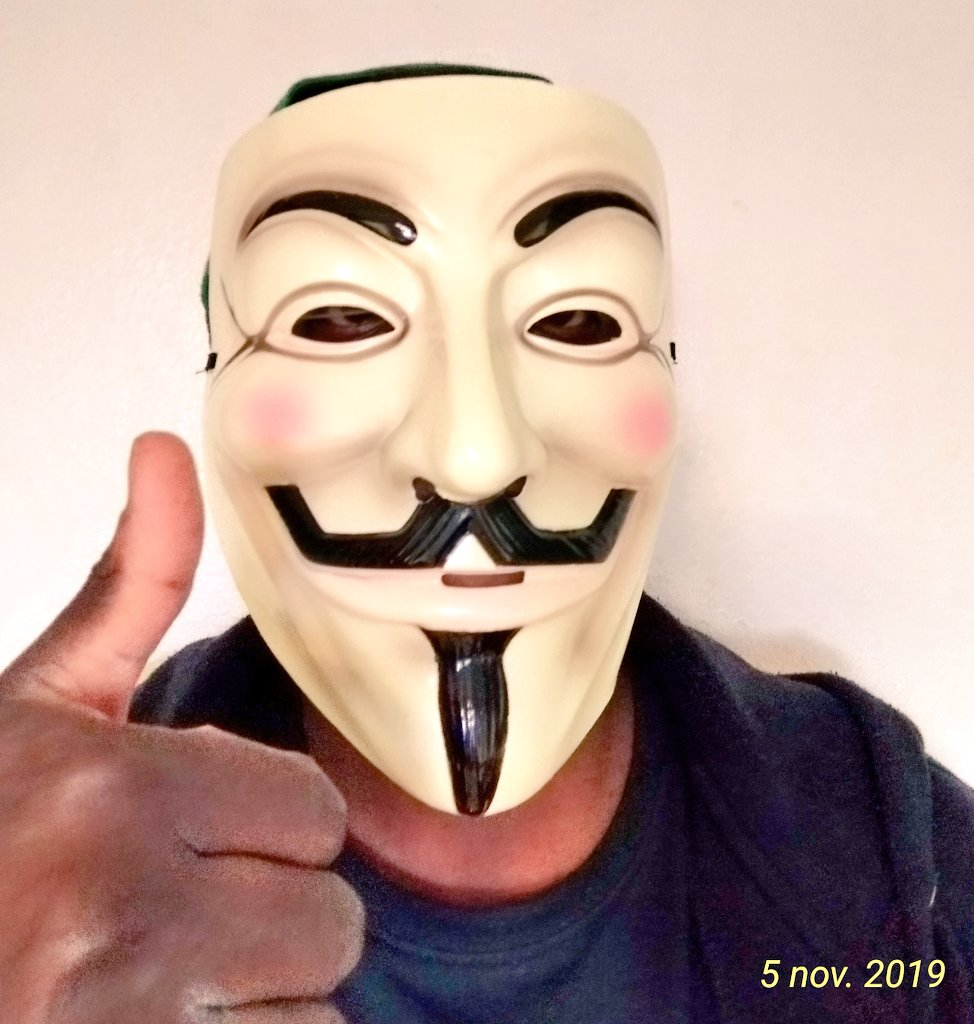 To my Kenyan brothers & sisters. Other nations citizens are uniting & standing up for their rights & against corrupt,unjust govts  We need to wake up, unite & let #peoplepower be the govt in Kenya ! We still can, together!   #MillionMaskMarch #MMM #OpVendetta #Kenya #KenyansUnite https://t.co/t3xoOXcCQe