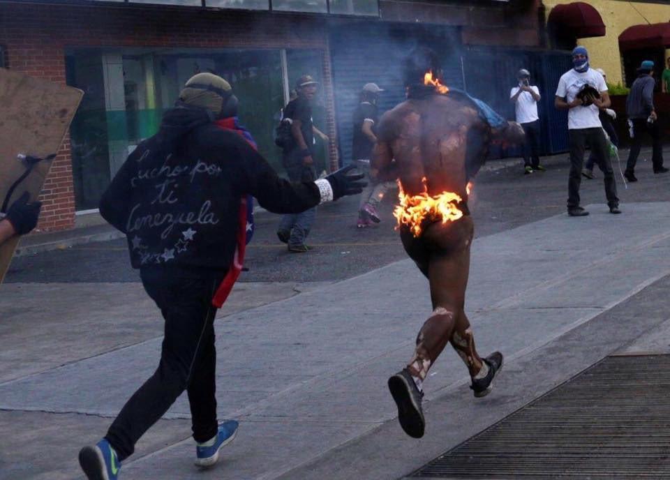 Tag ddhh en El Foro Militar de Venezuela  EIolcjbXYAELkJE