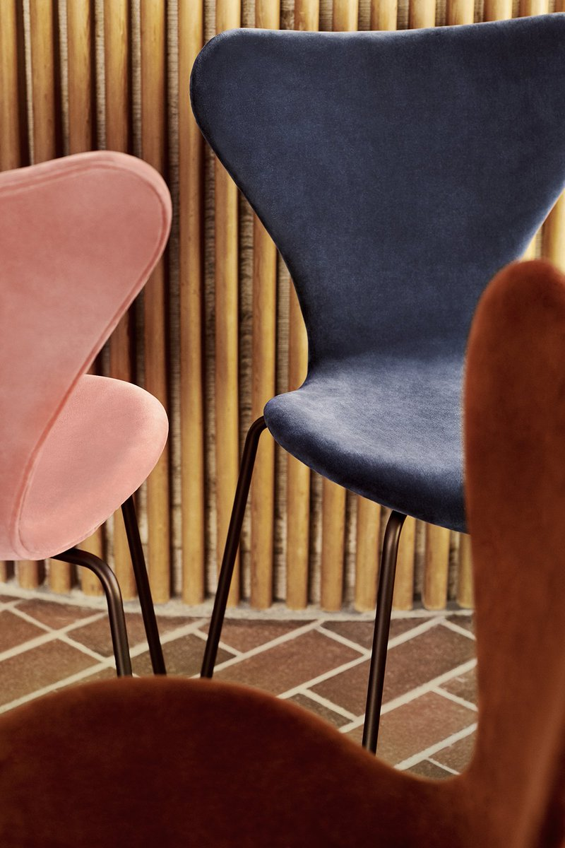 #FritzHansen adds a romantic twist to Serie 7™ with the Velvet Edition.   A delicate balance between formality and simplicity, form and function, past and future. Velvet brings a soft, elegant touch to the Series 7™ by #ArneJacobsen ->  #iconicdesign