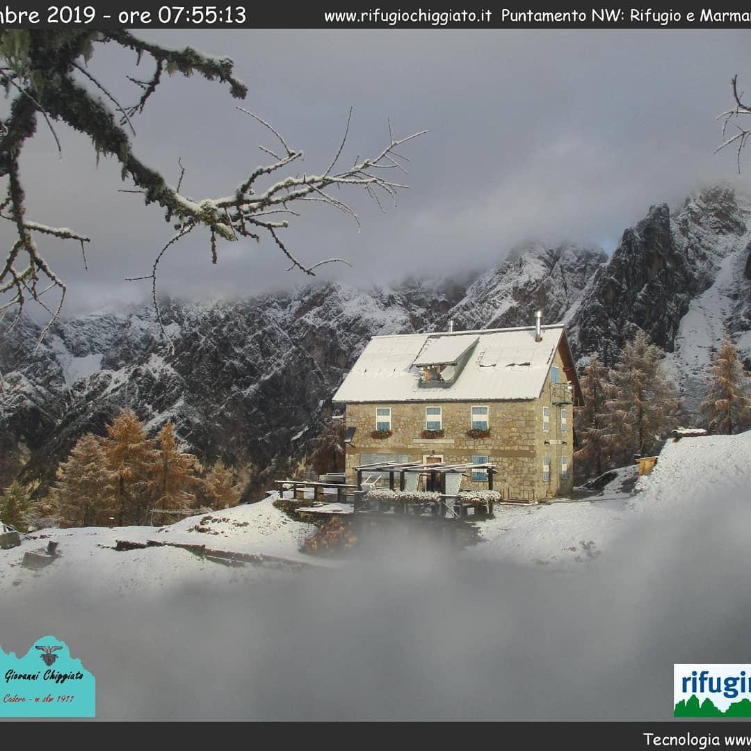 Un bianco buongiorno dalle #Dolomiti #UNESCO. Webc...