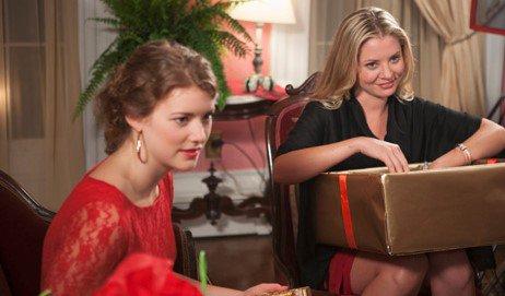 Jo, Meg, Beth et Amy March sont très choquées d'apprendre que leur mère prévoit de vendre la maison familiale...  👉 #LeNoëlDesSoeursMarch à 17h15 sur #TF1SériesFilms 🎅