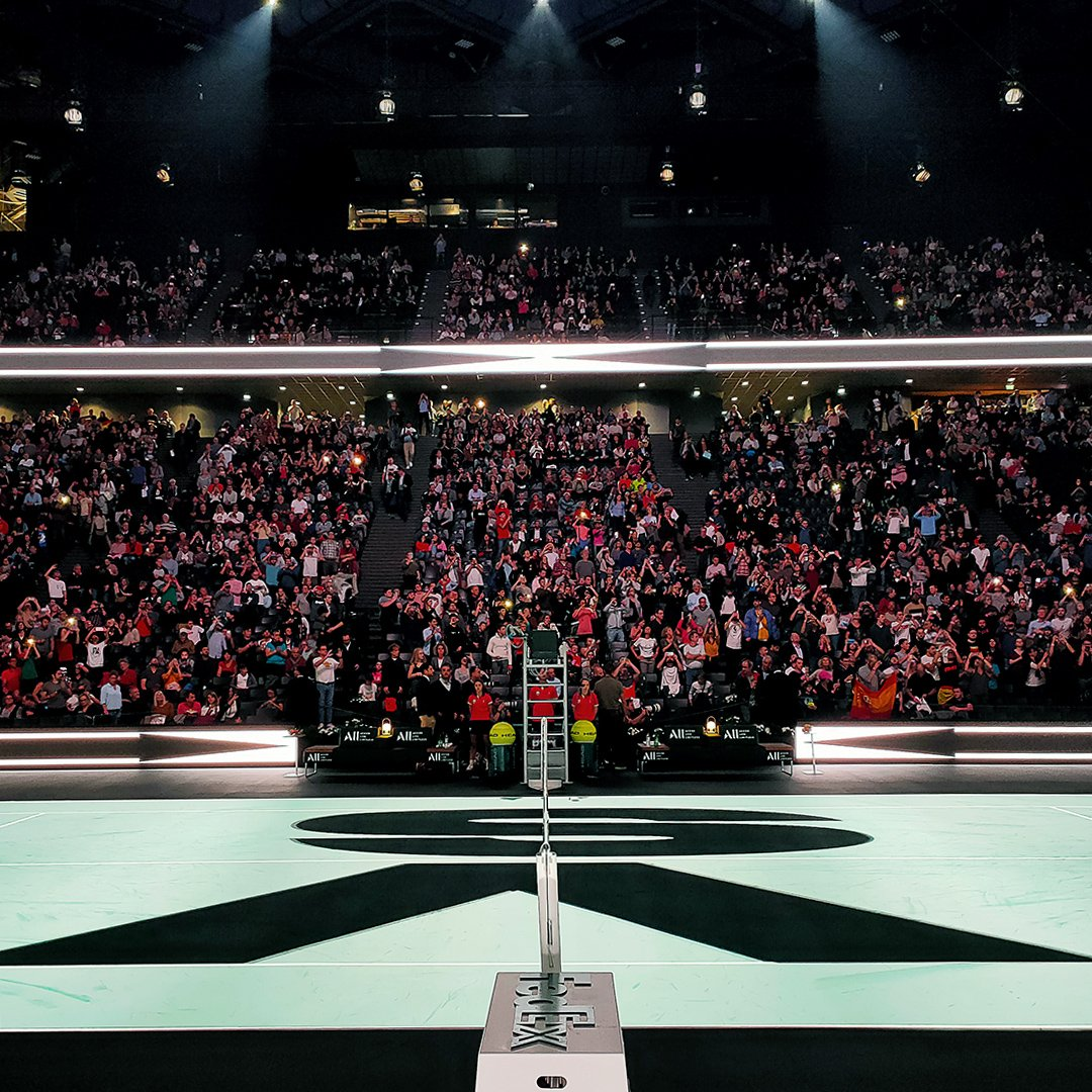 📸 Fans ready to flash the champions! 🎾   #OPPOReno2 #ZoomIntoMasters #RolexParisMasters with @oppomobilefr https://t.co/Ao0rOcm7u1