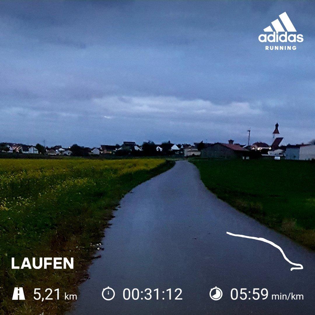 Schon ganz schön dunkel zum Laufen, aber #wasmussdasmuss. pic.twitter.com/RF0FWaF9DD