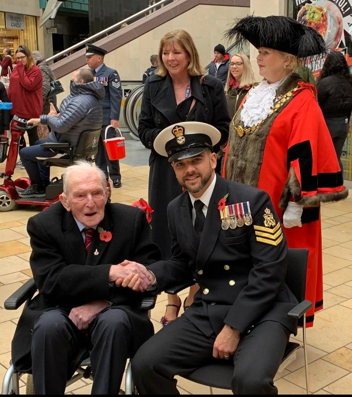 POAET Dane Waryck meets Sir George Johnny Johnson MBE DFM last surviving Dambuster! #Legend @RoyalAirForce as @RNASYeovilton personnel support @PoppyLegion #Bristol #PoppyAppeal @RoyalNavy ⚓️🌺 #LestWeForget #WeWillRememberThem