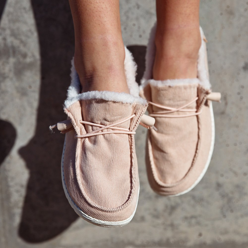 Soft, comfortable and now with a thermal lining - the new Wendy Corduroy is available in three light pastel colours. #heydudeshoes #womensstyle #womensshoes #furshoes #autumnstyle #onthego #styleonthego #cozyshoes #comfyshoes #shoeaddictpic.twitter.com/Na2bohHjW4