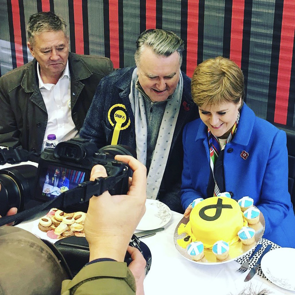 Thanks to Alwen Bakery in Alloa for this amazing @theSNP cake. The cake shop has been opened by Syrian refugees who have built a new life here in Scotland...and who are making a great contribution to our country. Great to visit with @MrJohnNicolson