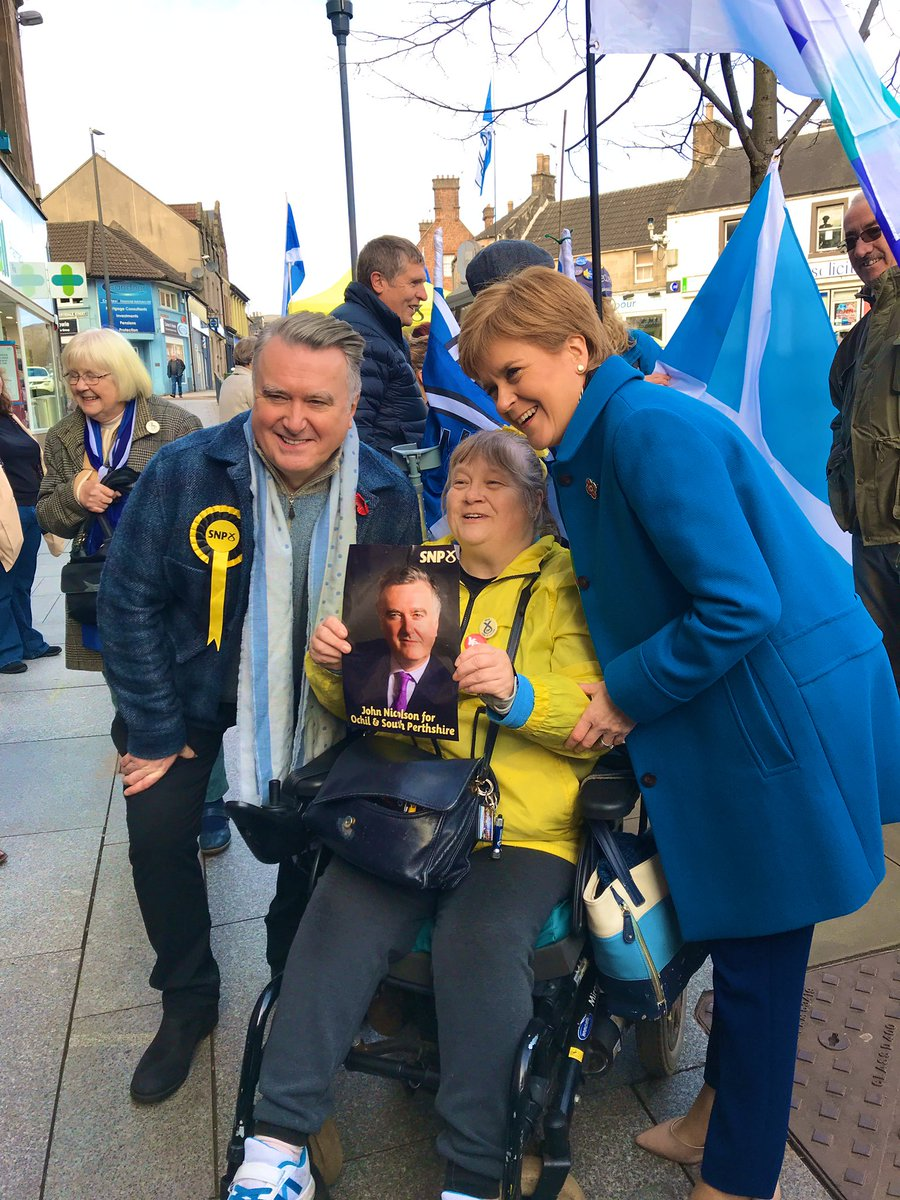 The momentum was definitely with @theSNP in Alloa today. People are fed up with the Tories, ready to escape Brexit and take Scotland's future into Scotland's hands. #GE19