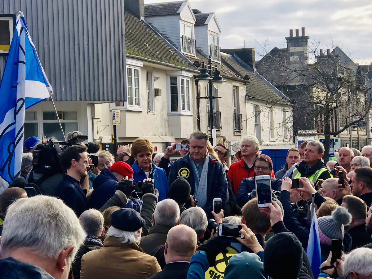 Lots of enthusiastic supporters of @MrJohnNicolson out in Alloa today. Winning seats like this from the Tories - @theSNP is the main challenger in all Scottish Tory seats - will help us escape the Brexit mess and put Scotland' future in Scotland's hands. #GE2019