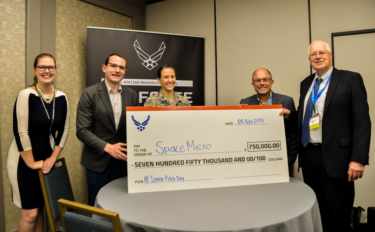 #USAF presented its first big check at #AFSpacePitchDay. Read on to learn how this small business gained the award for its #space #innovation idea. #SpaceStartsHere losangeles.af.mil/News/Article-D…