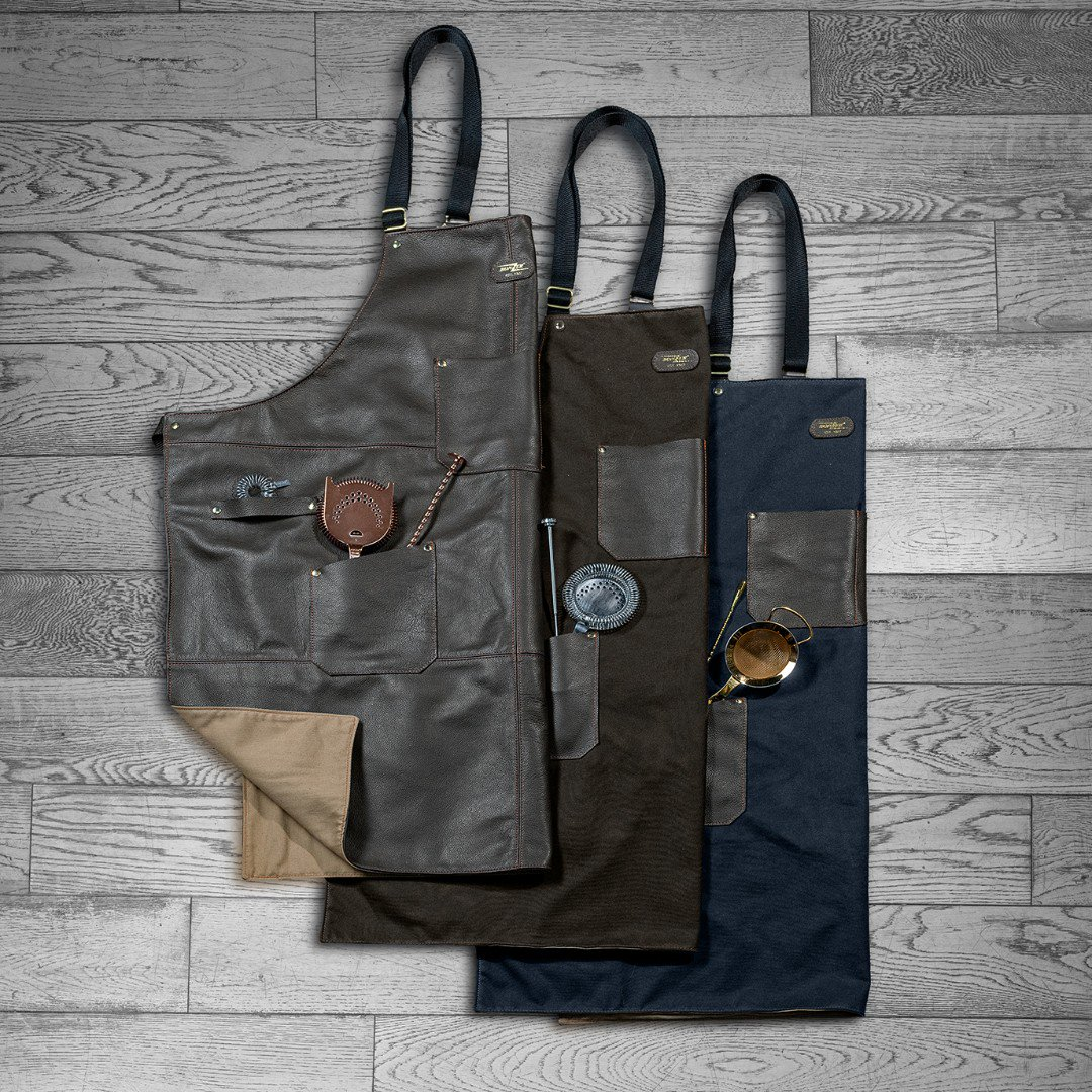 The Bonzer Apron - Available in 3 materials - From the Top - Brown Leather, Sage Green Waxed Cotton and Navy Waxed Cotton - All with premium cotton lining.  . . . . . #bonzerbarware#barware#mixology#bartenderlife#bartending#bartools#heritage#mixologist#cocktails https://t.co/XgvIFZUmkM