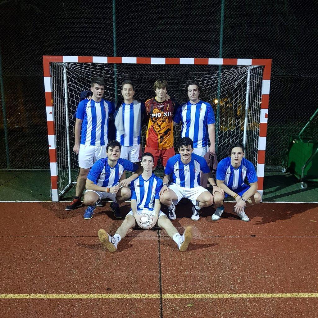 6-1 del Pío A en el #torneodeportivo de #futbolsala contra @NebrijaCMU #somoscmm #cmupioxiipic.twitter.com/AdQejbtACe