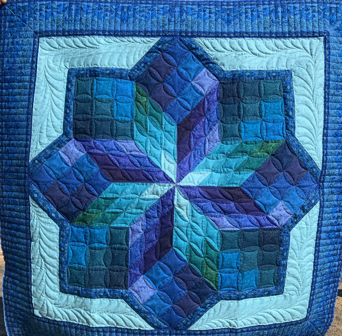 This Jinny Beyer Stained Glass Star Wall Hanging just came off the Longarm. All hand guided custom quilting with Quilters Dream Batting wool batting to show the piecing and quilting to perfection! #jinnybeyerstudio #stainedglasssyarquilt #customquilting  #battgirls https://t.co/Ojy4Xnu95Q