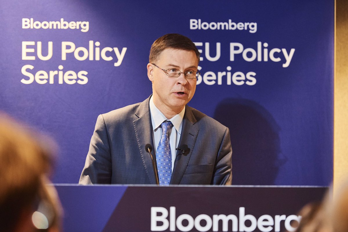 The #EU can become the home for #green and #sustainable finance. The more we succeed in being a global leader in the area, the more we will succeed in attracting #green investment inflows for more #jobs & #growth. My speech at #BloombergPolicySeries event: ec.europa.eu/commission/pre…