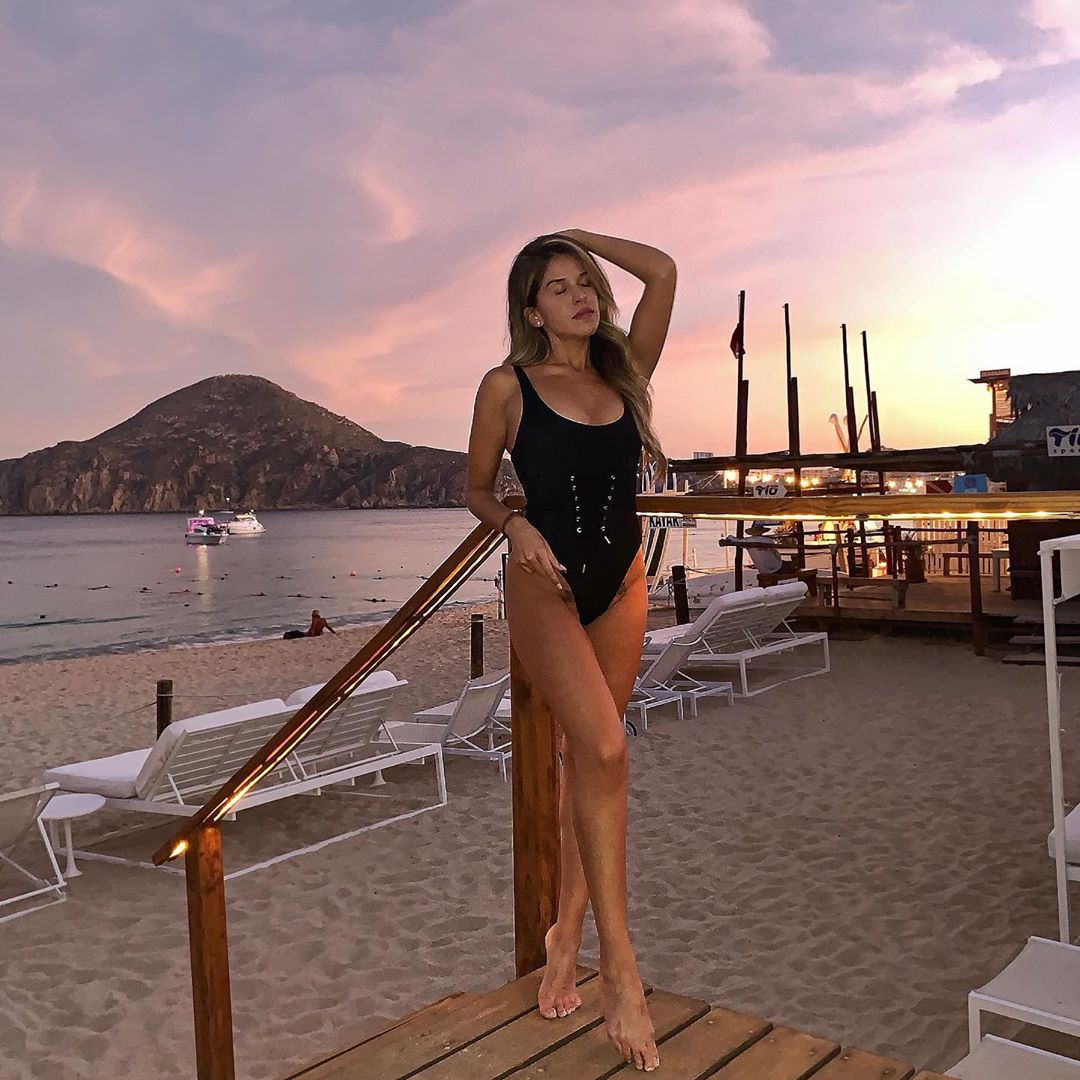 The colors in the sky set the vibe. Your perfect holiday escape is waiting... https://t.co/BiIGDwPy9s ••• Photo: @dianalomelin #cabo #cabosanlucas #MECabo #TheMEScene #BlueMarlinIbizaLosCabos https://t.co/0h4pbrjOKz