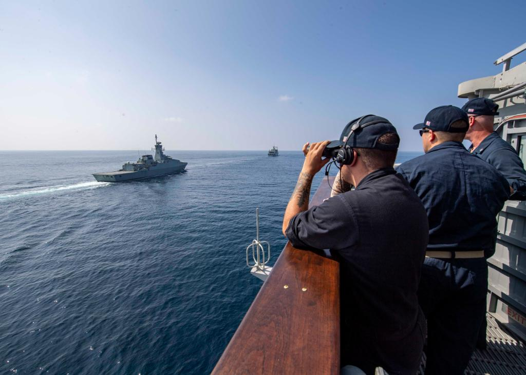 #USNavy photos of the day: #USSNormandy sails in the Gulf of Oman, #USSBataan launches Marines, #HSM-35 trains with the #PeruvianNavy and #USSMilius trains for #MaritimeOperations. ⬇️ info & download ⬇️: navy.mil/viewPhoto.asp?…