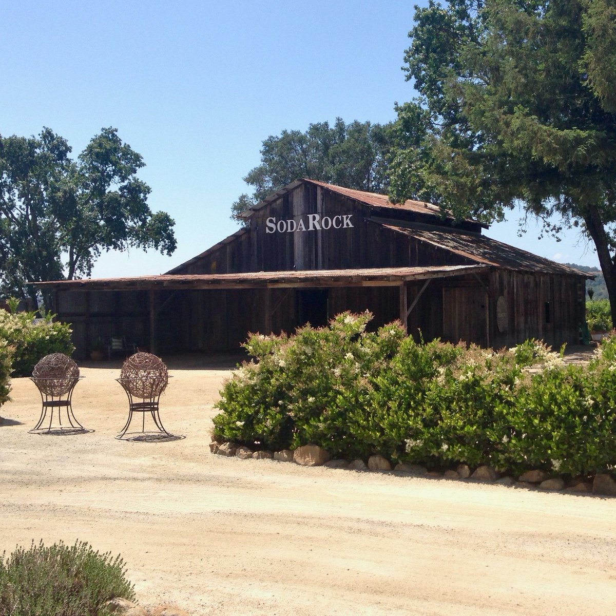 The #KincadeFire destroyed most buildings @SodaRockWinery, but this barn survived and tastings have resumed Fri.-Sun., 11-4. #SonomaStrong! For more ideas about how to support Wine Country workers/businesses and have a great time, see  in @MarinMagazine.