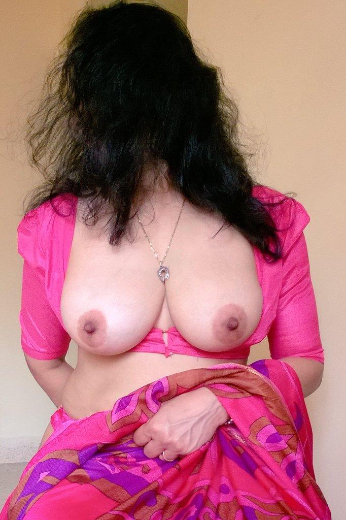 Indian Big Boobs Bhabhi In Tight Blouse Bra Stripping Gallery