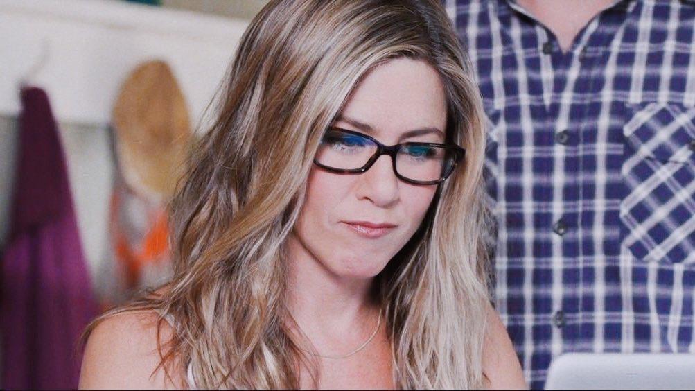 Nicole On Twitter Jennifer Aniston Wearing Glasses That S It That S The Tweet