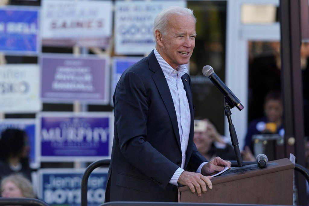 Former Obama officials rally behind Biden as he trails top rivals in money race