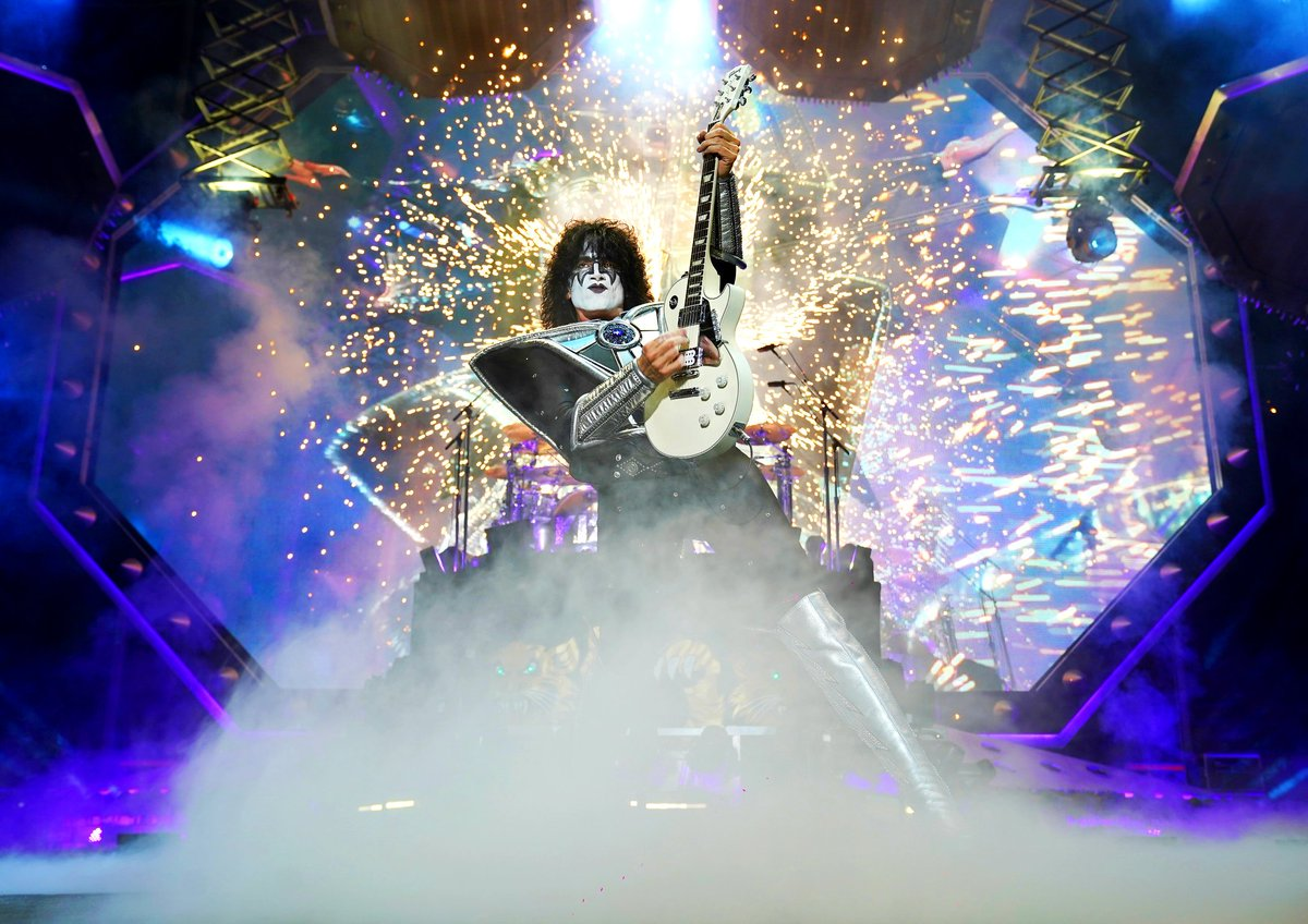 Happy Birthday @tommy_thayer! We wish you a rockin day!