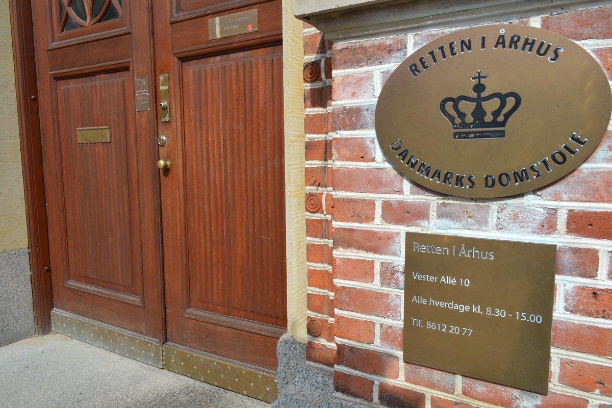 En 34-årig mand fra det nordlige Aarhus er blevet idømt to års fængsel for hæleri af elektronik, tøj og designerlamper til en værdi af mindst 1,1 millioner kroner https://t.co/5FmTyz6675 #politidk #anklager https://t.co/BDm2RZNFbW