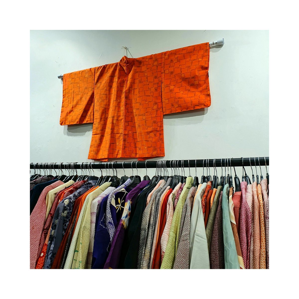 Selection of vintage #haori available at Sway Gallery London! Prices start at £80  #swaygallery #kimono #haori #traditional #jacket #japan #gallery #fabric #london #oldstreet #design #fashion #silk #vintagekimono #japanesefashion #vintagehaori #conceptstore #ロンドン #ootdpic.twitter.com/CGWLGLzwHN