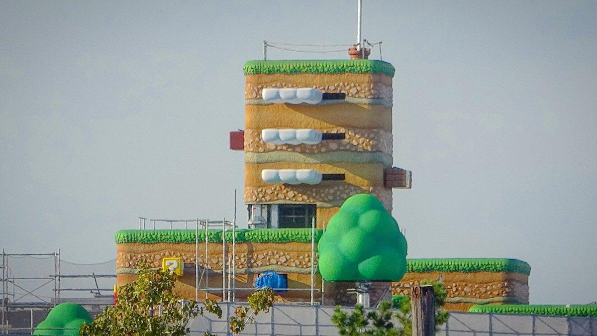 Super Nintendo World, cest Mario en parc dattraction ! Le futur land dUniversal Studios montre de nouvelles images. On y aura deux attractions, une Yoshi et une Mario Kart (avec le château de Bowser). Et plus tard une zone Donkey Kong.