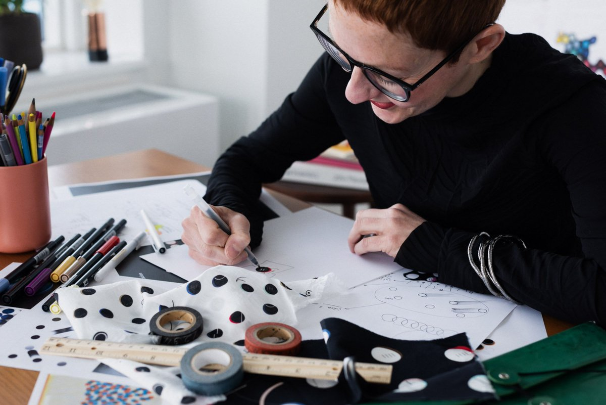It's a data-driven Co-Lab collection of hand-drawn designs for one of my favorite brands, #andotherstories, where the graphic patterns printed, embroidered, sewed on the 13 pieces I created, reveal the amazing achievements of three female science trailblazers. pic.twitter.com/wGrfFmzm8V